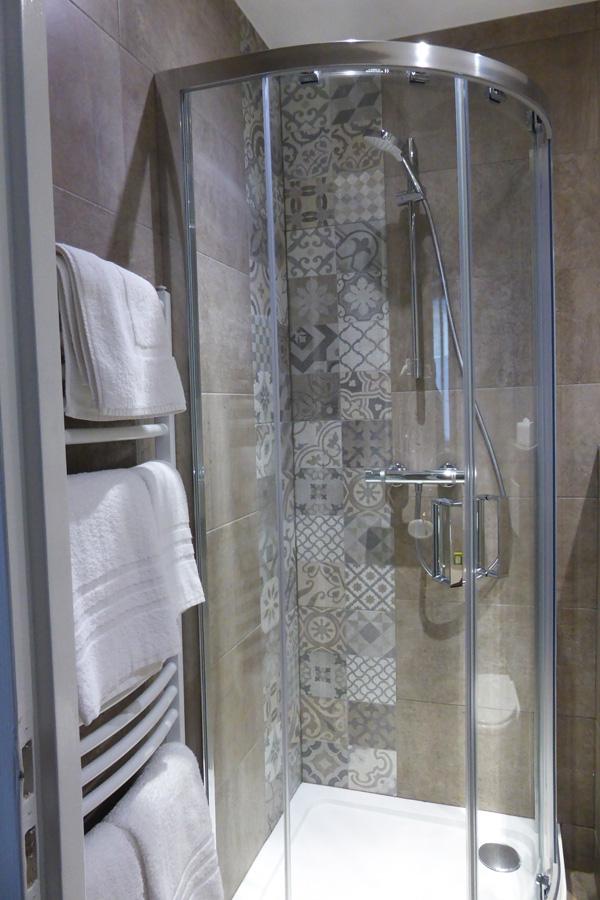 salle-bains-hotel-guise-nan