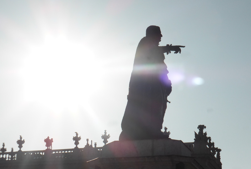 statue-stanislas-doigt