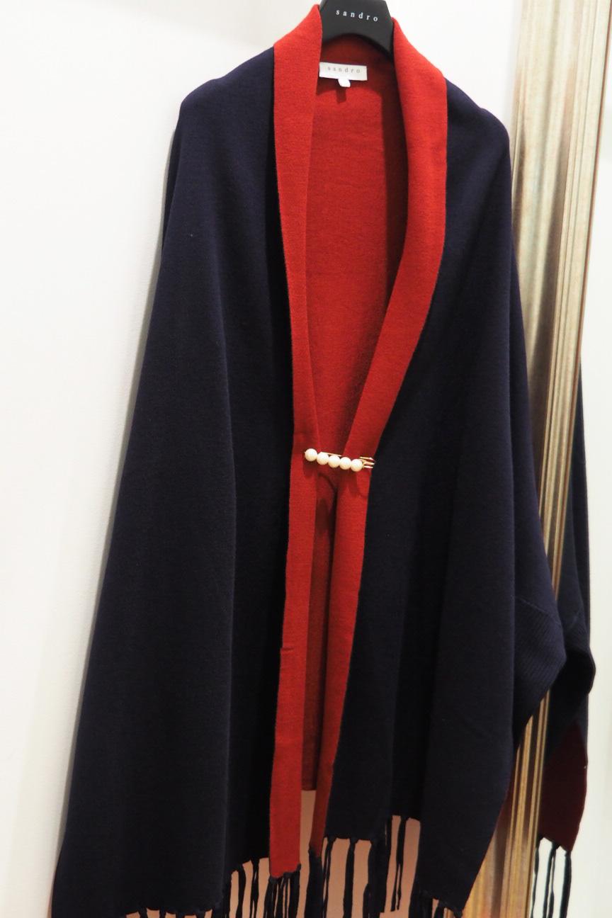 poncho-rouge-bleu-sandro